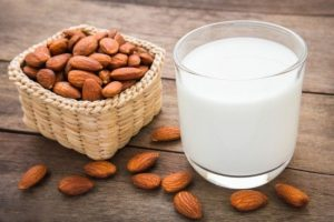 خرید بادام تازه  و عمده برای تهیهی شیر بادام