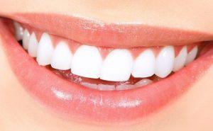 بادام درختی و دندان و استخوان